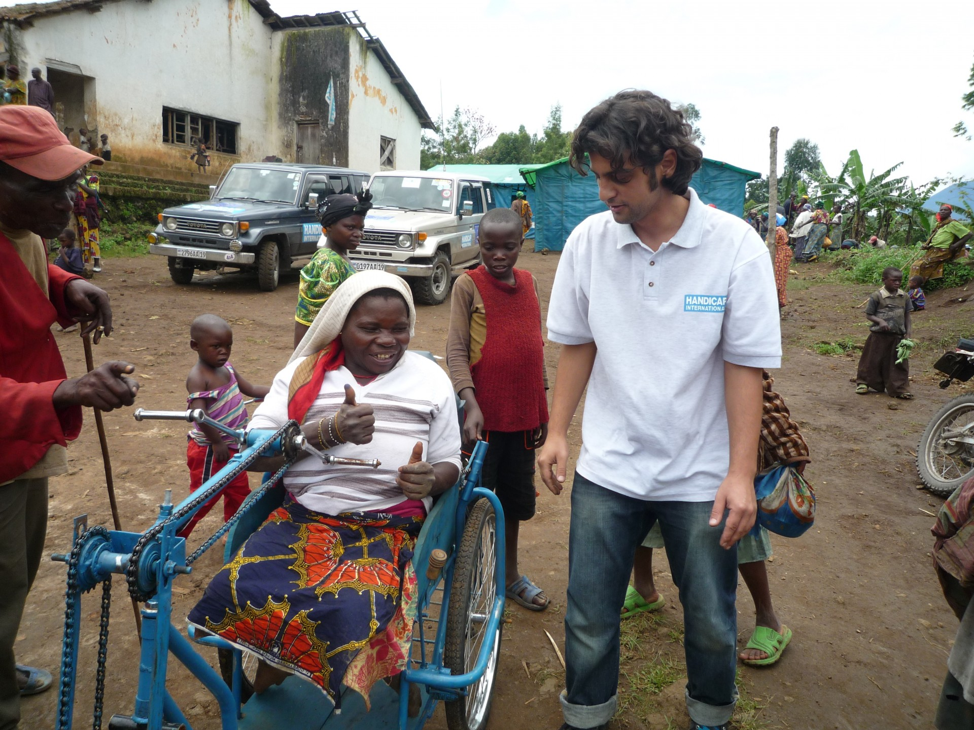 Dragomir lors d'une distribution de tricycle à Goma